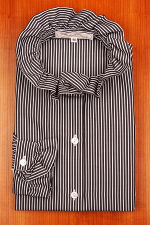 ROUND COLLAR, BLACK AND WHITE STRIPES