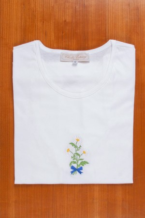 TEE SHIRT, EMBROIDERY: WHITE DAISIES
